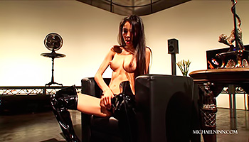 Slim Latina in leather boots fingers herself