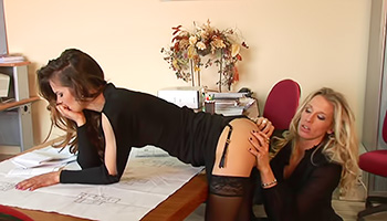 Blonde lesbo boss seduces her young employee