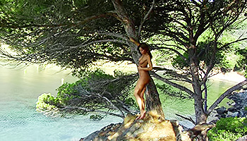 Great outdoors hide a nude teen beauty