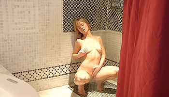 Honey tits blonde takes a shower