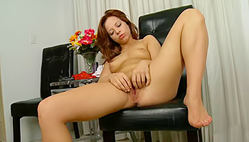 Gorgeous stunner has an itch to rub