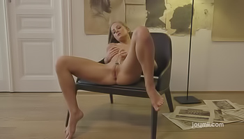 Raunchy blonde loves her glass dildo